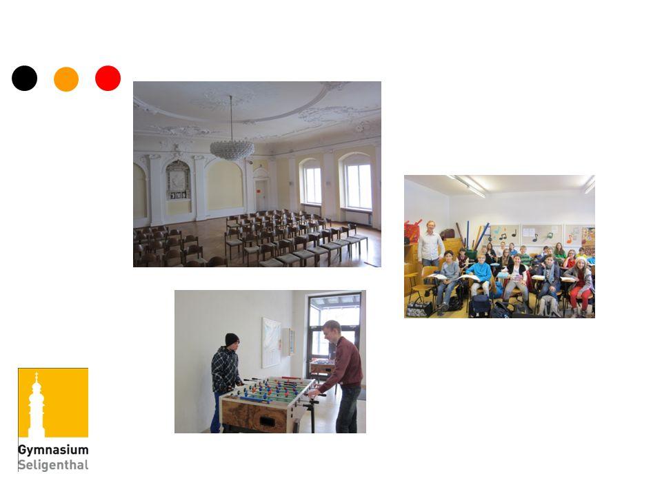 Unsere Rokokoaula ist seit über 100 Jahren der Stolz der Schule und ein schöner Rahmen für Konzerte und Vorträge.