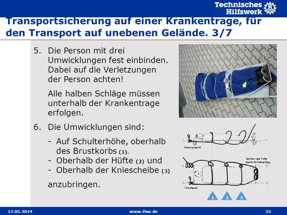 Transportsicherung auf einer Krankentrage, für den Transport auf unebenen Gelände. 3/7