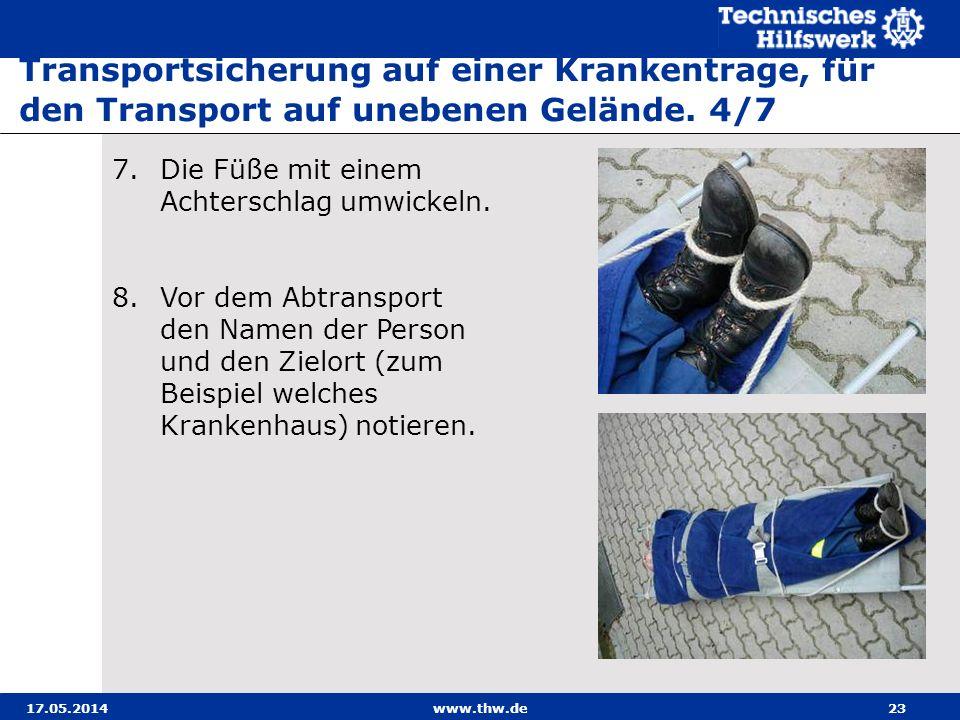 Transportsicherung auf einer Krankentrage, für den Transport auf unebenen Gelände. 4/7