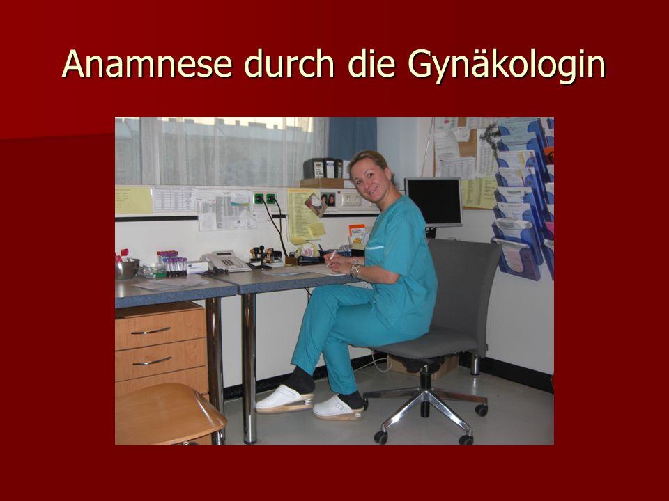Anamnese durch die Gynäkologin