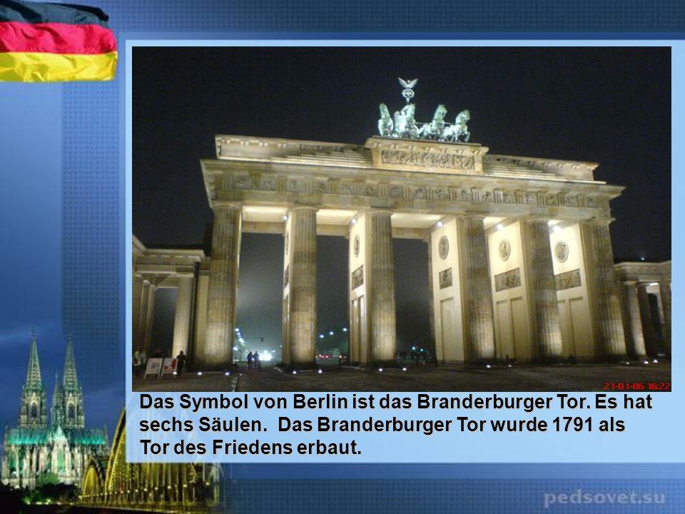 Das Symbol von Berlin ist das Branderburger Tor. Es hat sechs Säulen