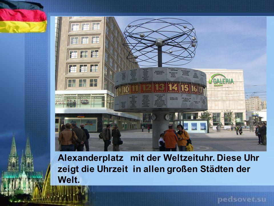 Alexanderplatz mit der Weltzeituhr. Diese Uhr
