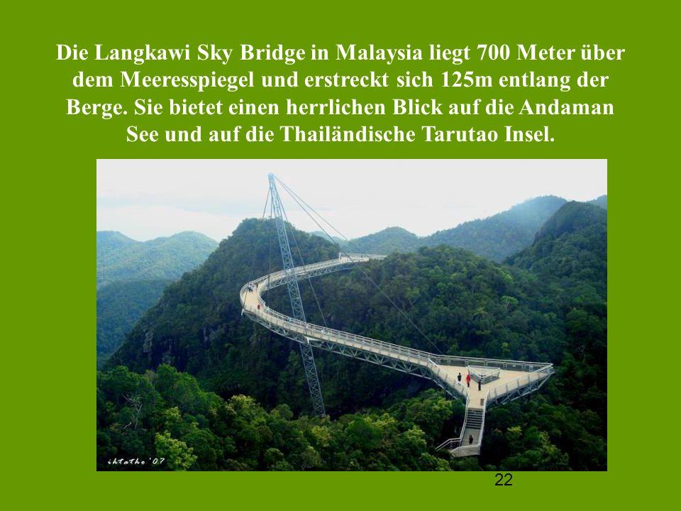 Die Langkawi Sky Bridge in Malaysia liegt 700 Meter über dem Meeresspiegel und erstreckt sich 125m entlang der Berge.