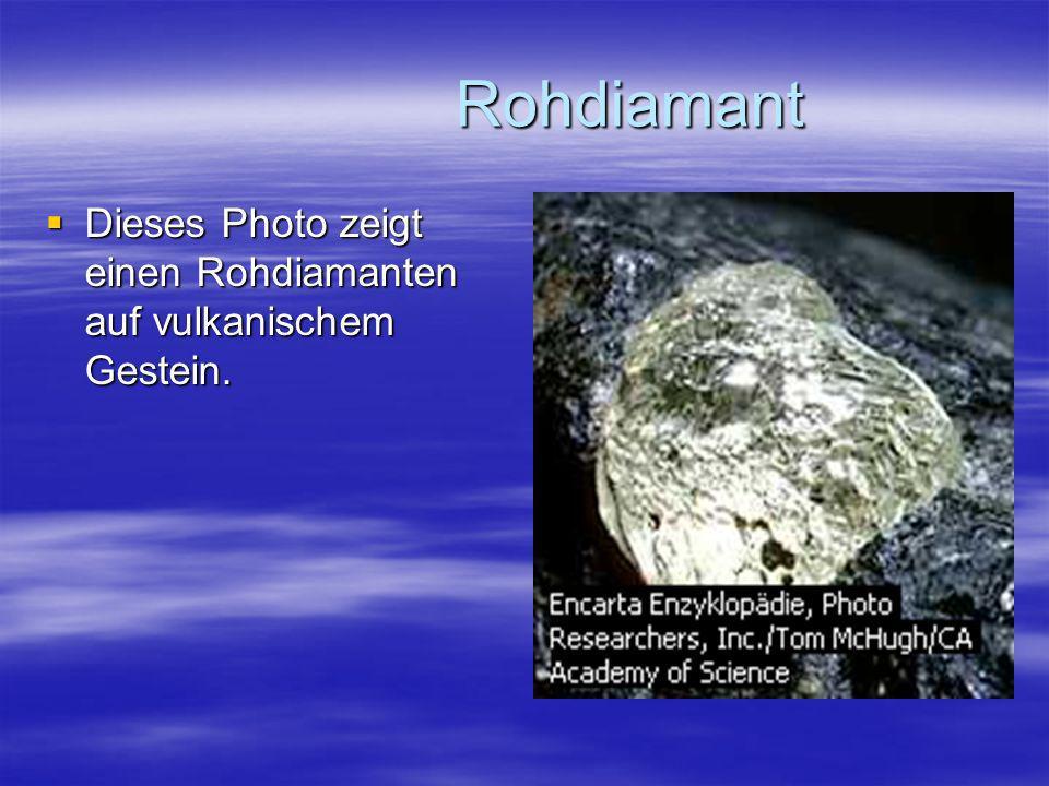 Rohdiamant Dieses Photo zeigt einen Rohdiamanten auf vulkanischem Gestein.
