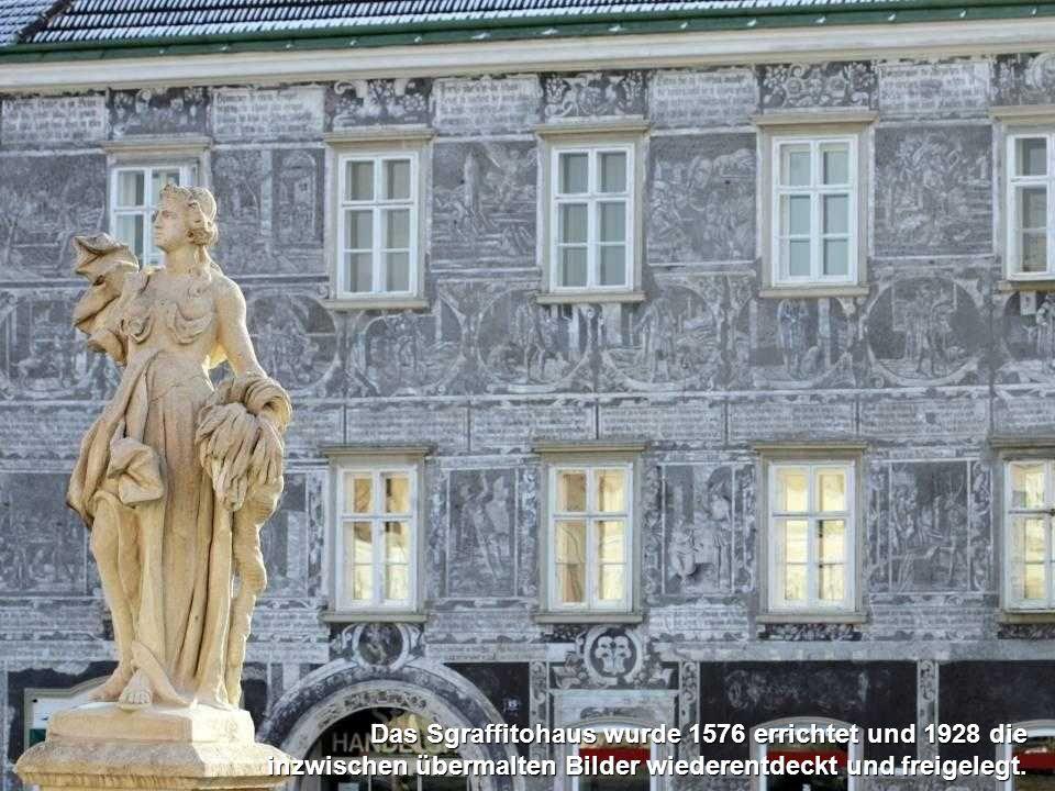 Das Sgraffitohaus wurde 1576 errichtet und 1928 die