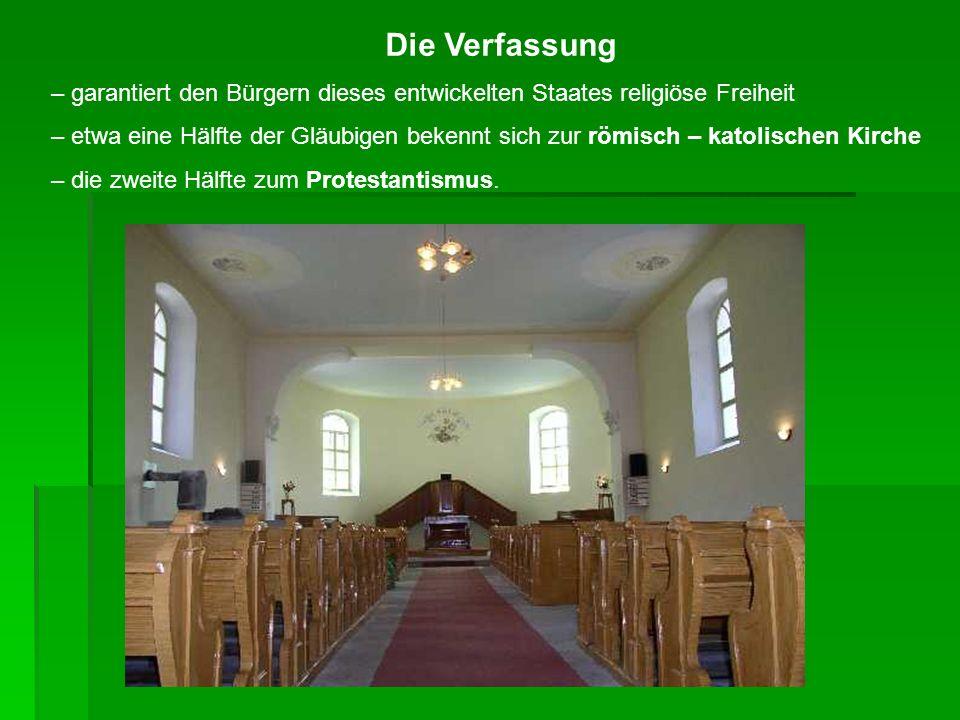 Die Verfassung – garantiert den Bürgern dieses entwickelten Staates religiöse Freiheit.