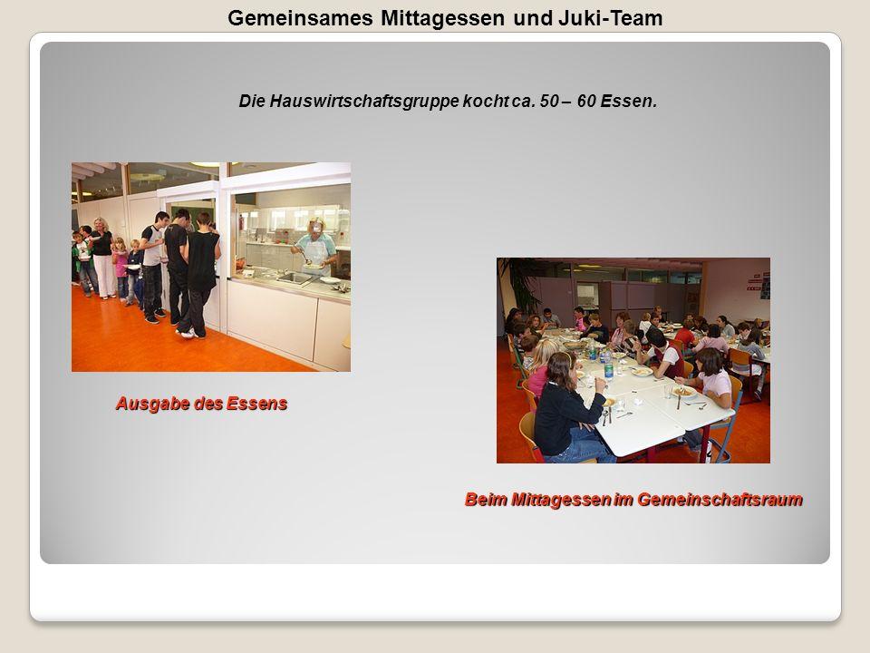 Gemeinsames Mittagessen und Juki-Team