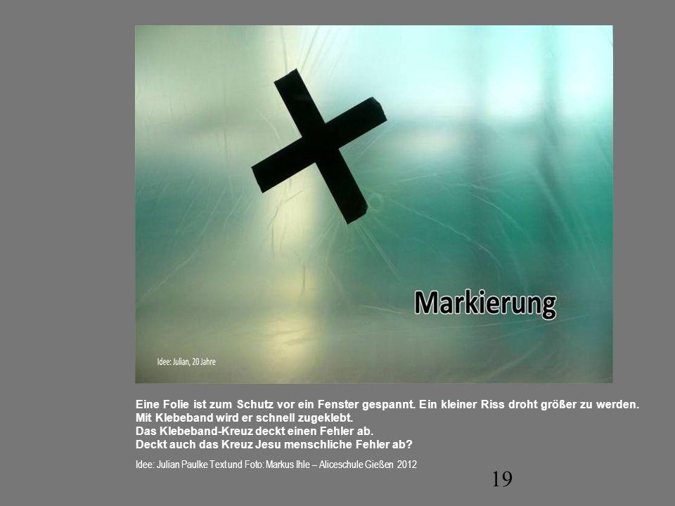 Das Klebeband-Kreuz deckt einen Fehler ab.
