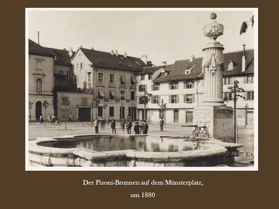Der Pisoni-Brunnen auf dem Münsterplatz,