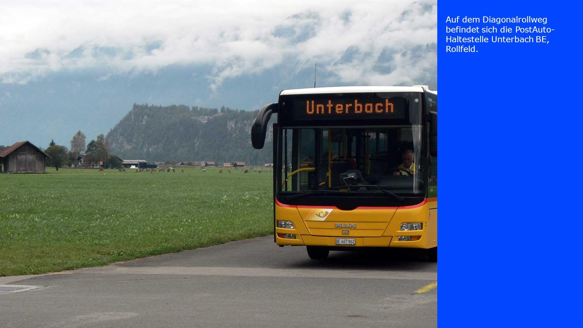Auf dem Diagonalrollweg befindet sich die PostAuto-Haltestelle Unterbach BE, Rollfeld.