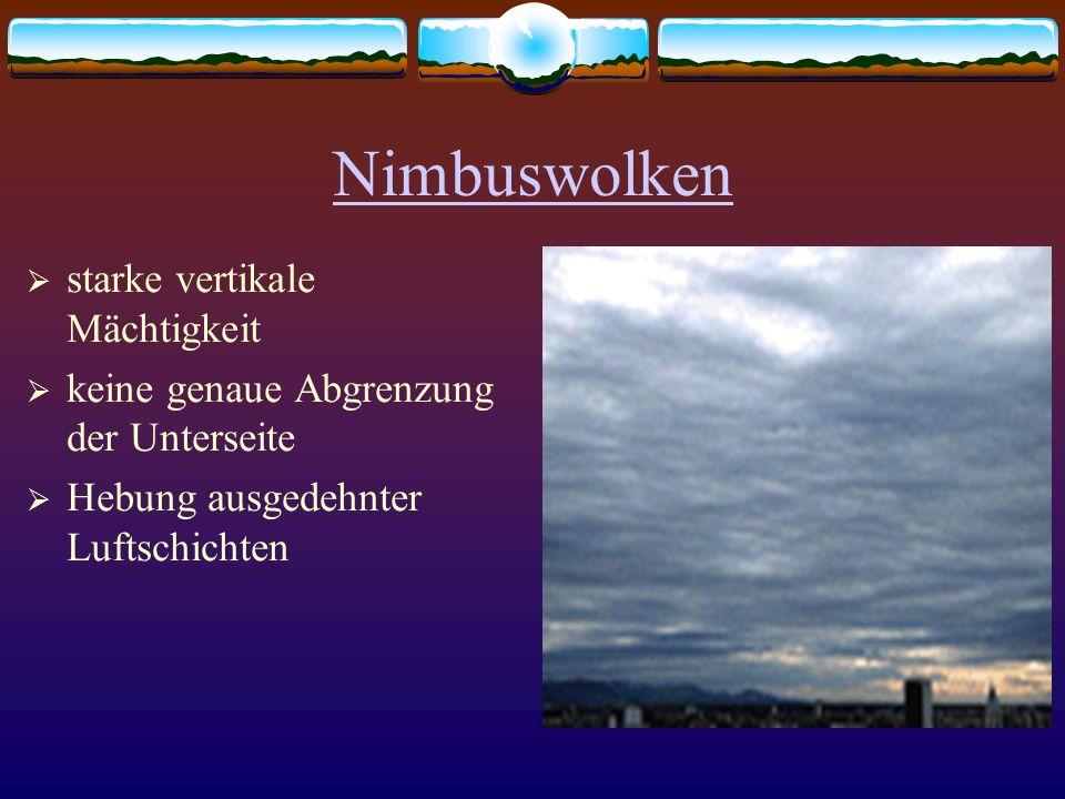 Nimbuswolken starke vertikale Mächtigkeit