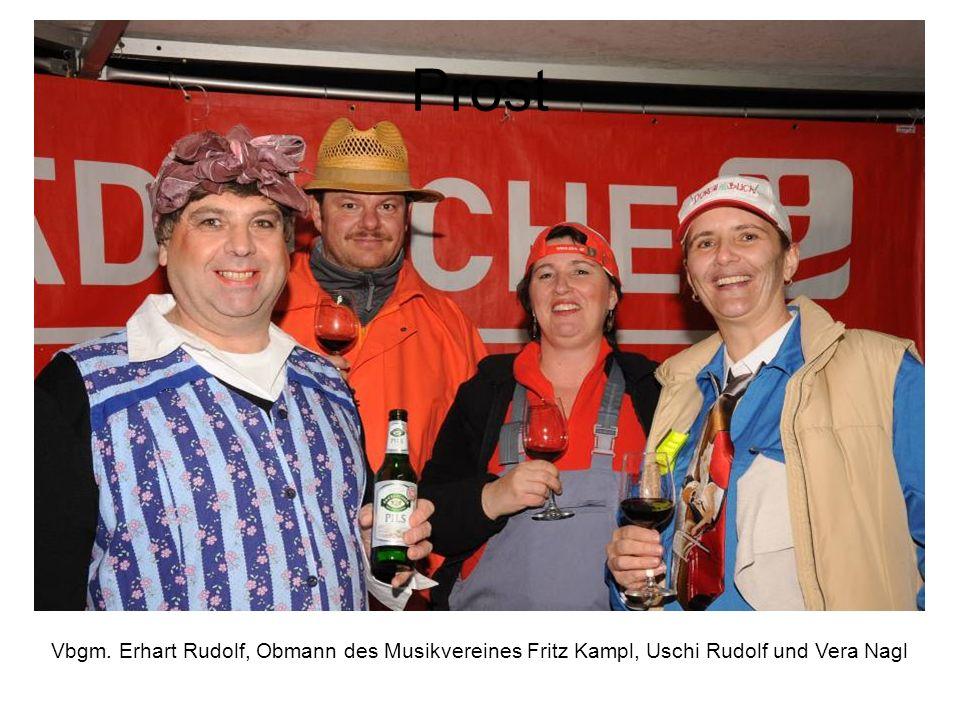Prost Vbgm. Erhart Rudolf, Obmann des Musikvereines Fritz Kampl, Uschi Rudolf und Vera Nagl