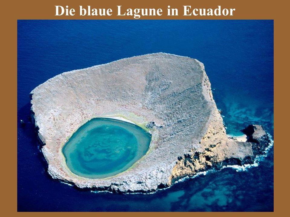 Die blaue Lagune in Ecuador