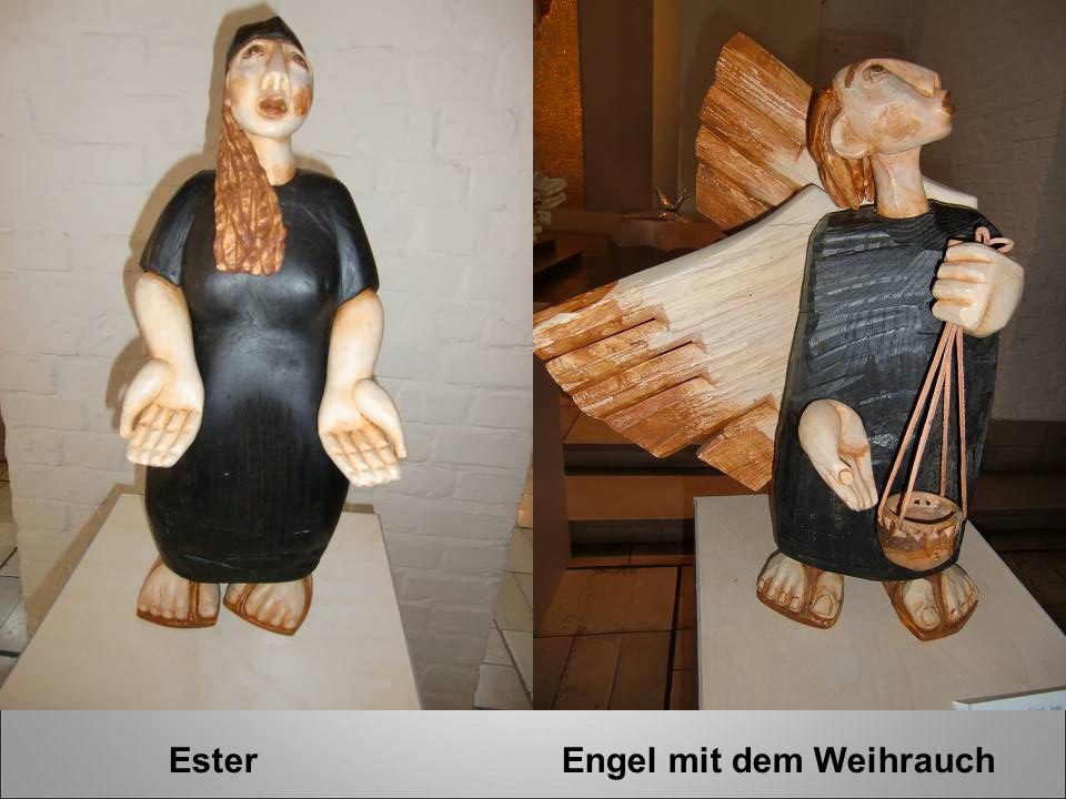 Ester Engel mit dem Weihrauch