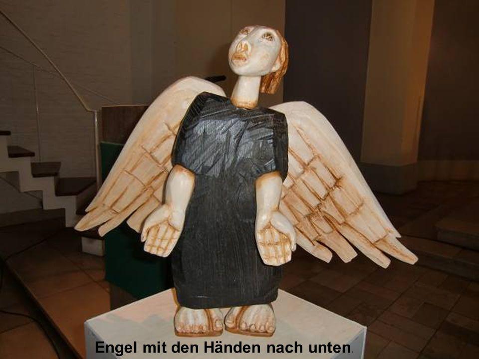 Engel mit den Händen nach unten.