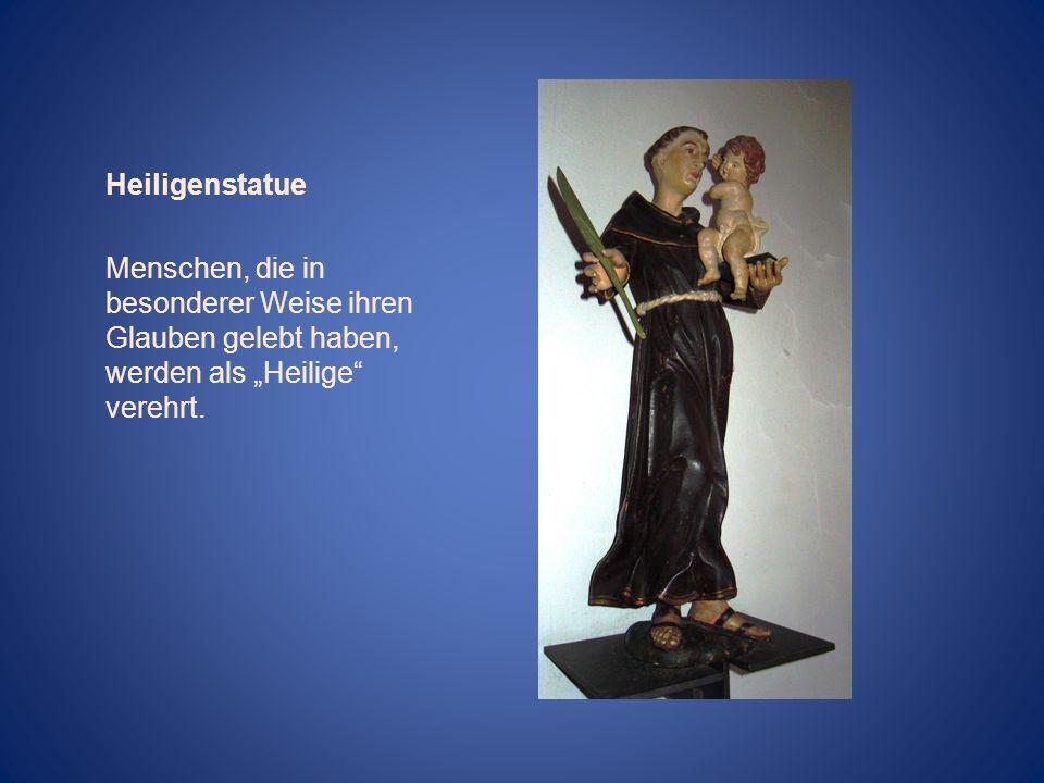 """Heiligenstatue Menschen, die in besonderer Weise ihren Glauben gelebt haben, werden als """"Heilige verehrt."""