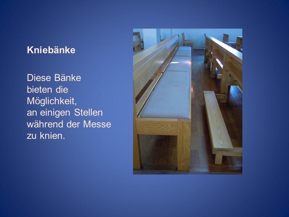 Kniebänke Diese Bänke bieten die Möglichkeit, an einigen Stellen während der Messe zu knien.