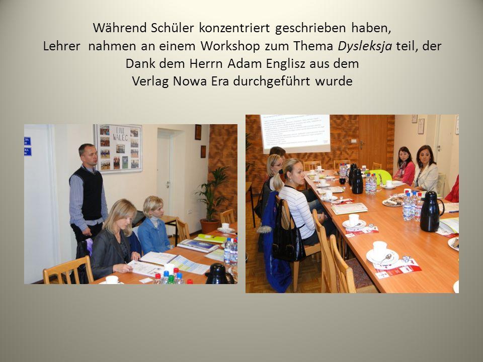 Während Schüler konzentriert geschrieben haben, Lehrer nahmen an einem Workshop zum Thema Dysleksja teil, der Dank dem Herrn Adam Englisz aus dem Verlag Nowa Era durchgeführt wurde