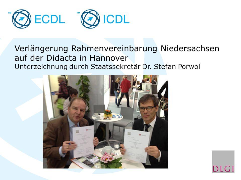 Verlängerung Rahmenvereinbarung Niedersachsen auf der Didacta in Hannover Unterzeichnung durch Staatssekretär Dr. Stefan Porwol