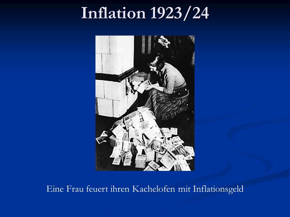 Eine Frau feuert ihren Kachelofen mit Inflationsgeld