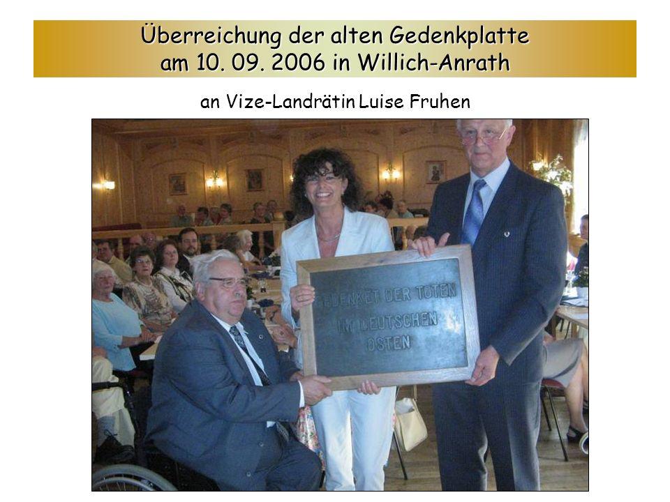 Überreichung der alten Gedenkplatte am 10. 09. 2006 in Willich-Anrath