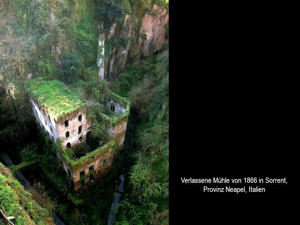 Verlassene Mühle von 1866 in Sorrent, Provinz Neapel, Italien