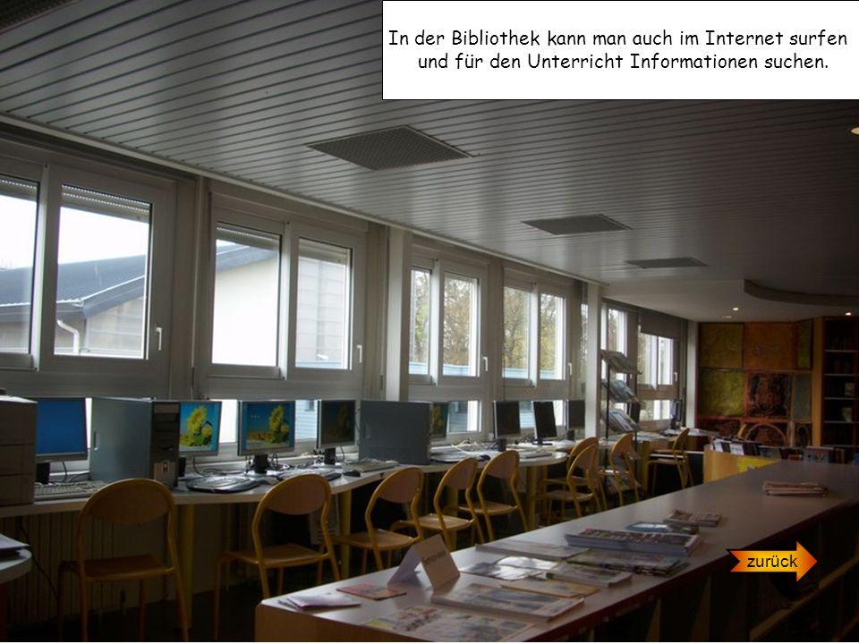 In der Bibliothek kann man auch im Internet surfen