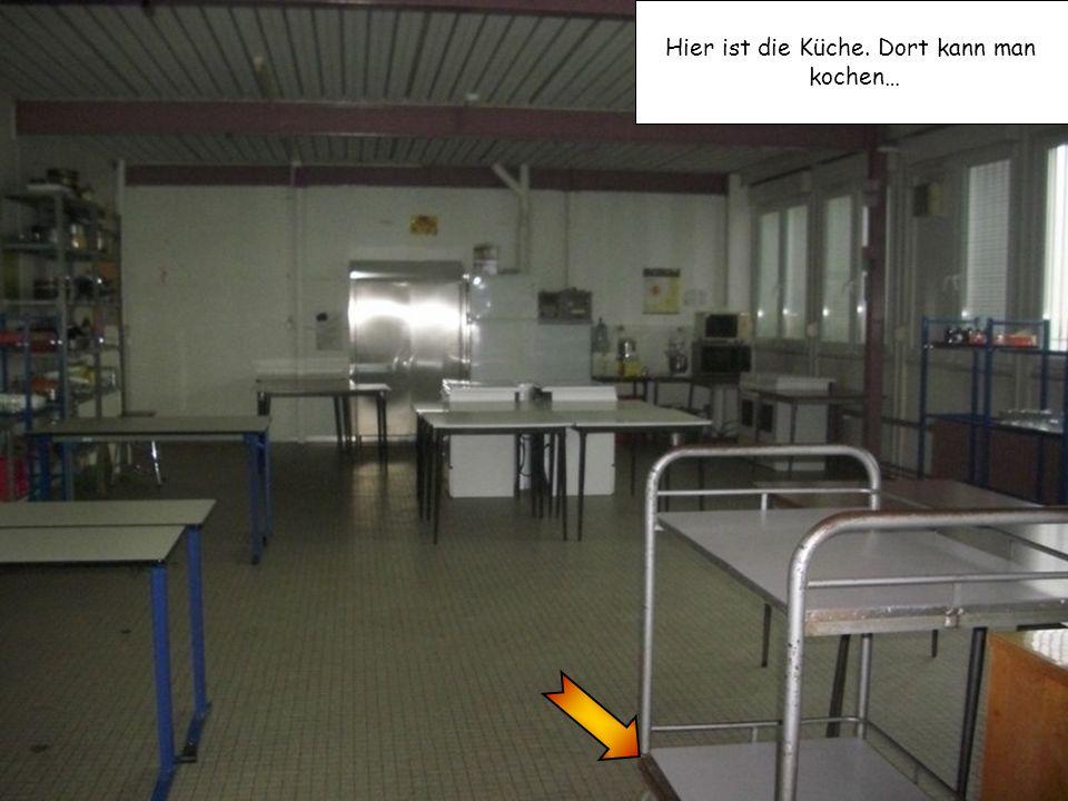 Hier ist die Küche. Dort kann man