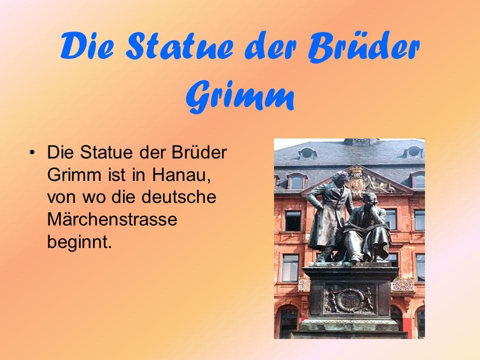 Die Statue der Brüder Grimm