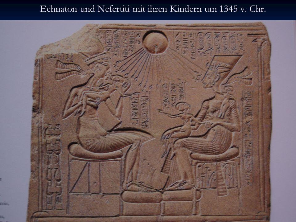 Echnaton und Nefertiti mit ihren Kindern um 1345 v. Chr