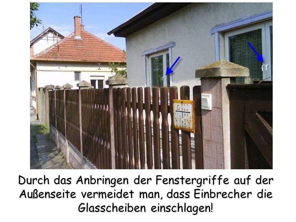 Durch das Anbringen der Fenstergriffe auf der Außenseite vermeidet man, dass Einbrecher die Glasscheiben einschlagen!