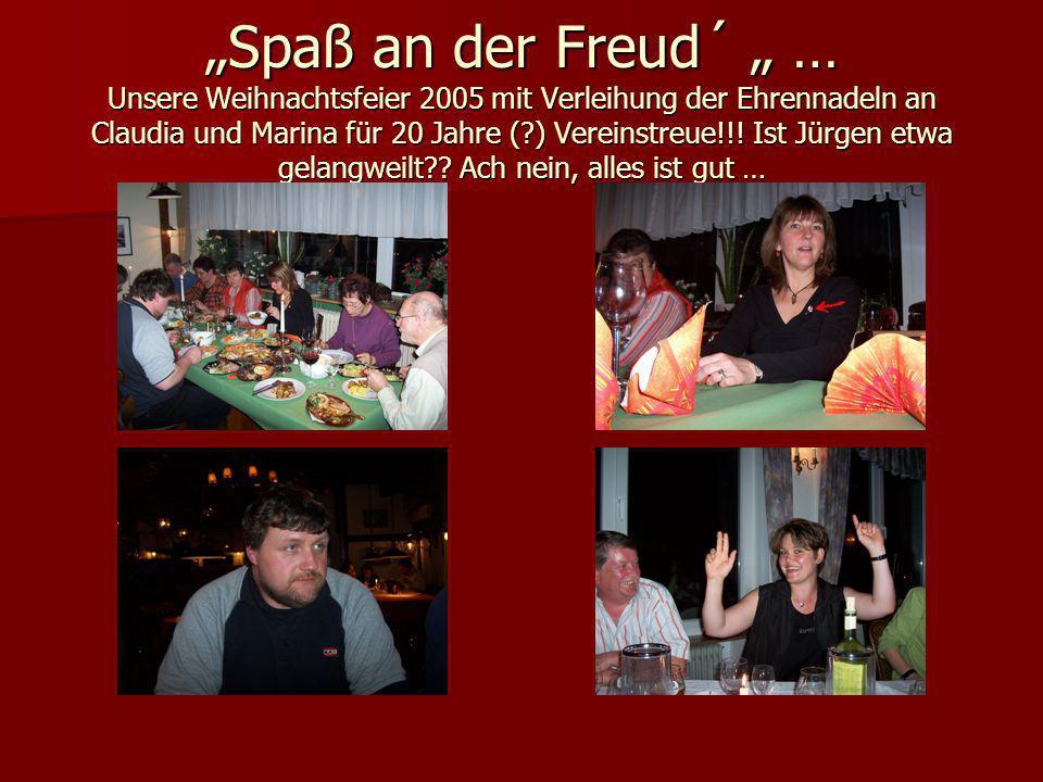 """""""Spaß an der Freud´ """" … Unsere Weihnachtsfeier 2005 mit Verleihung der Ehrennadeln an Claudia und Marina für 20 Jahre ( ) Vereinstreue!!."""
