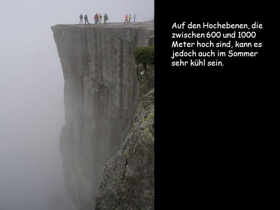 Auf den Hochebenen, die zwischen 600 und 1000 Meter hoch sind, kann es jedoch auch im Sommer sehr kühl sein.
