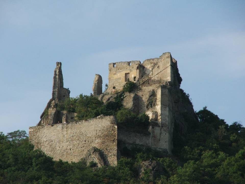 Die Burgruine Dürnstein, ist durch seine Verbindung mit der Geschichte über den englischen König Richard Löwenherz, bekannt.