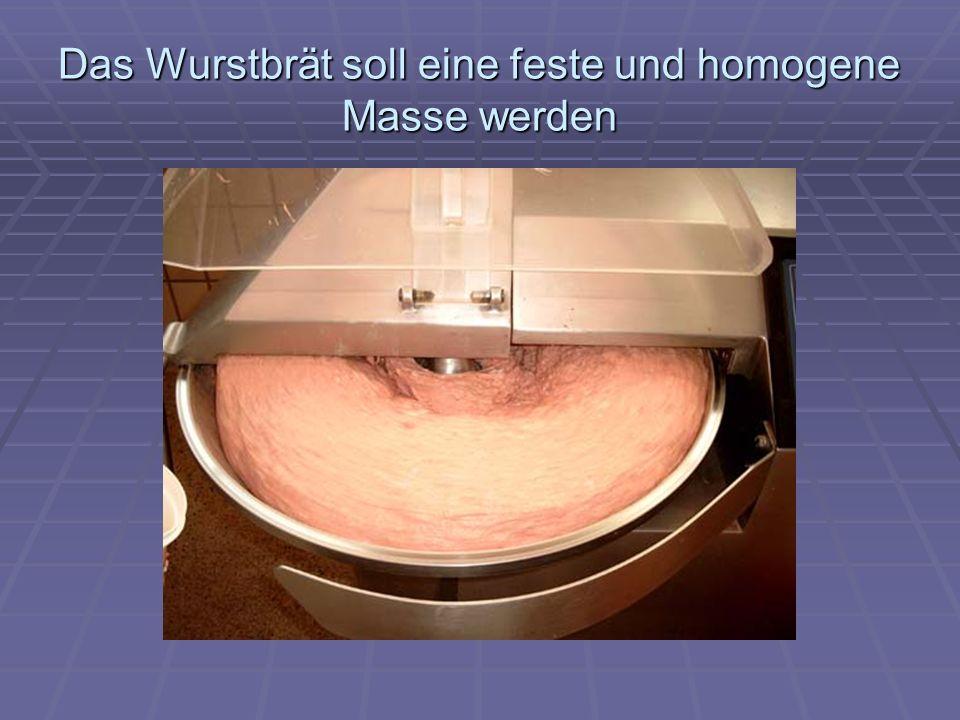 Das Wurstbrät soll eine feste und homogene Masse werden