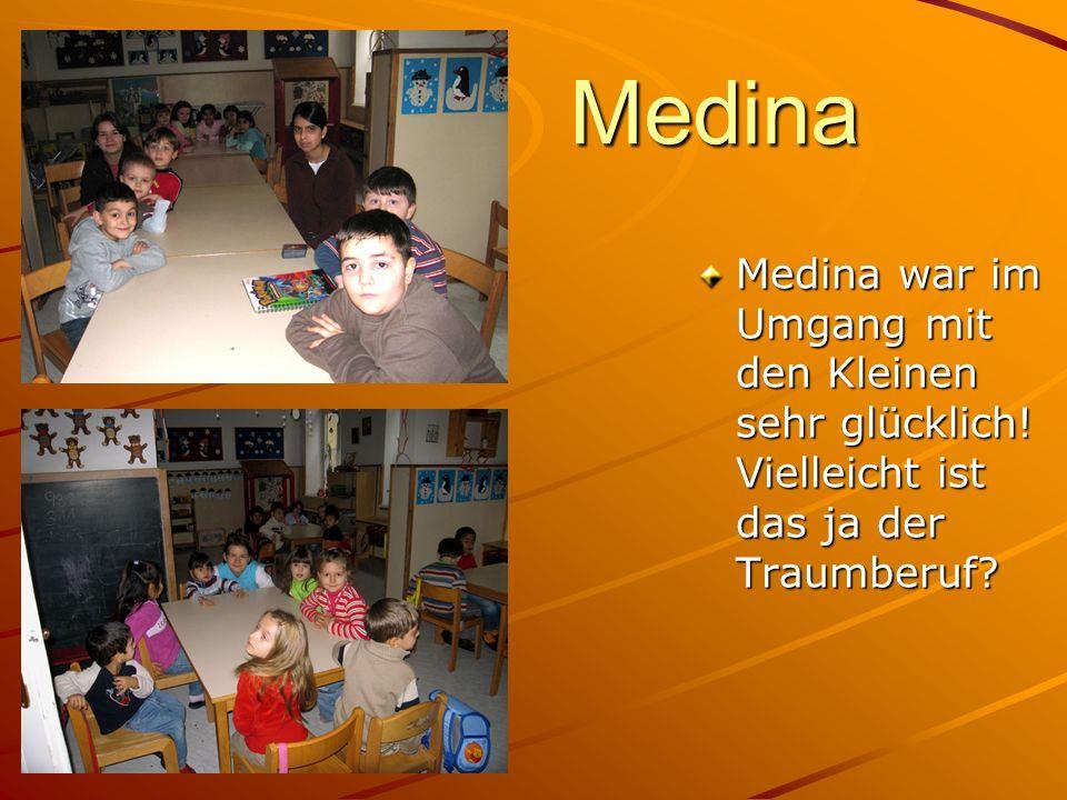Medina Medina war im Umgang mit den Kleinen sehr glücklich! Vielleicht ist das ja der Traumberuf