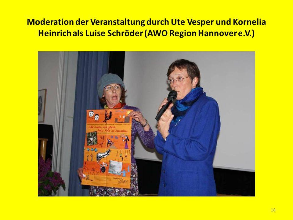 Moderation der Veranstaltung durch Ute Vesper und Kornelia Heinrich als Luise Schröder (AWO Region Hannover e.V.)