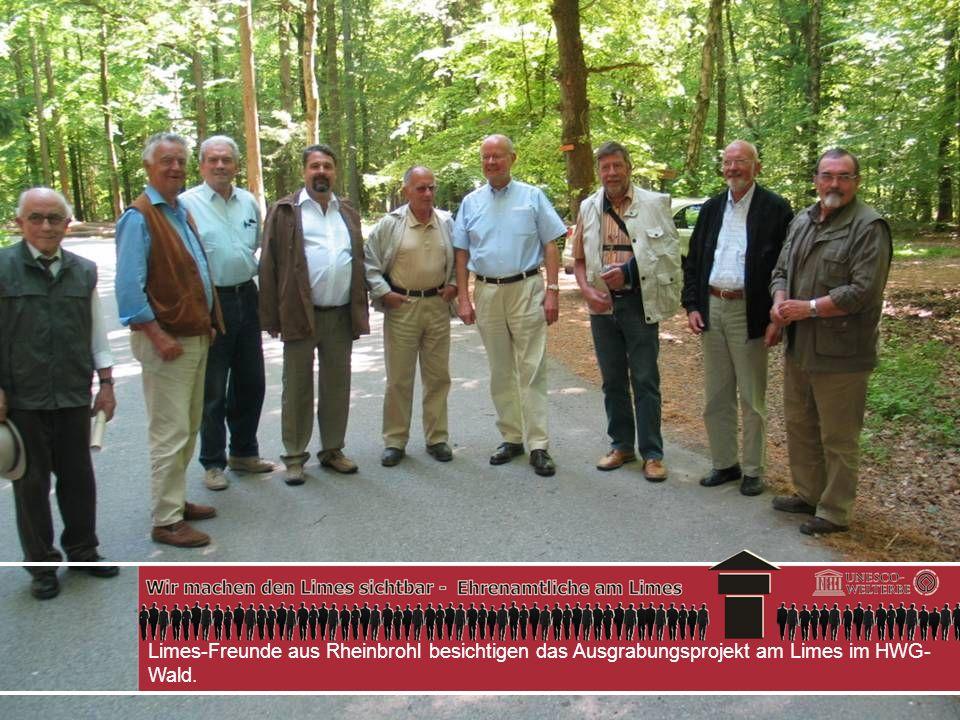 Limes-Freunde aus Rheinbrohl besichtigen das Ausgrabungsprojekt am Limes im HWG-Wald.