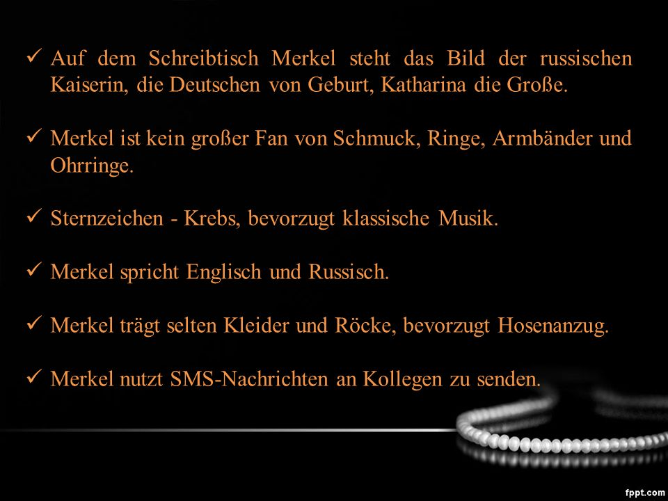 Auf dem Schreibtisch Merkel steht das Bild der russischen Kaiserin, die Deutschen von Geburt, Katharina die Große.