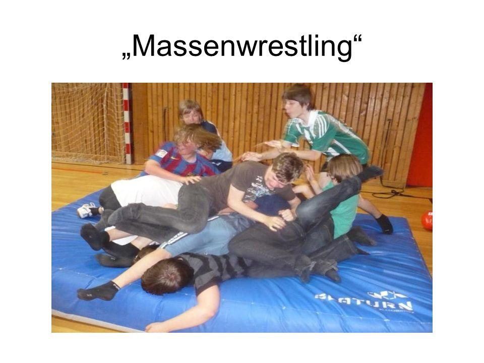 """Massenwrestling"