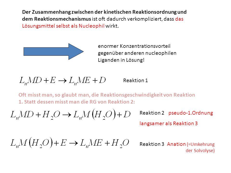 Der Zusammenhang zwischen der kinetischen Reaktionsordnung und dem Reaktionsmechanismus ist oft dadurch verkompliziert, dass das Lösungsmittel selbst als Nucleophil wirkt.