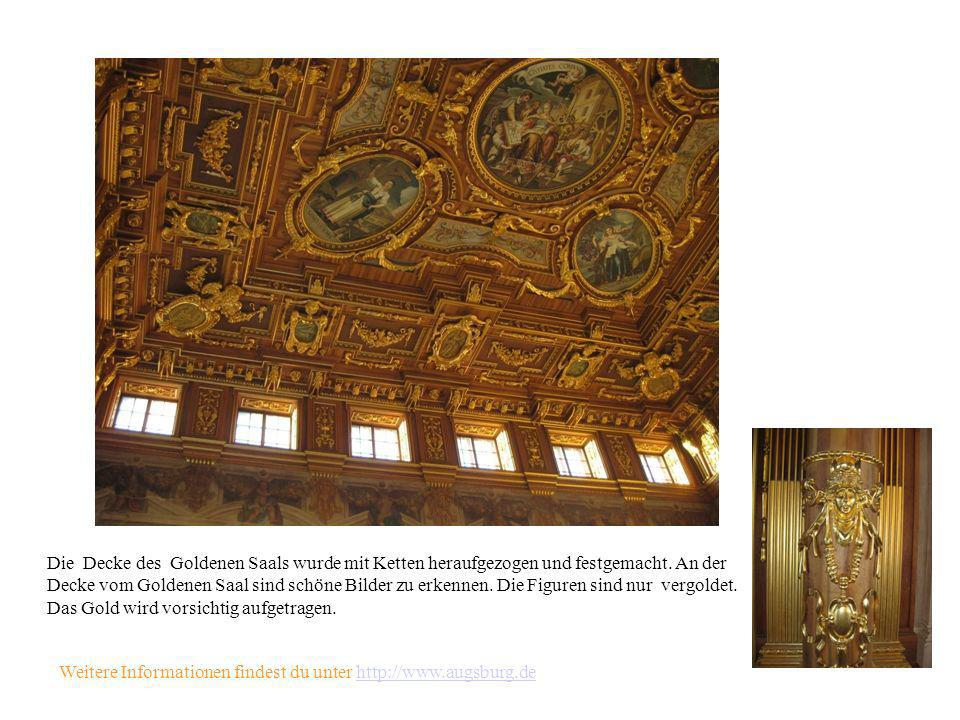 Die Decke des Goldenen Saals wurde mit Ketten heraufgezogen und festgemacht. An der Decke vom Goldenen Saal sind schöne Bilder zu erkennen. Die Figuren sind nur vergoldet. Das Gold wird vorsichtig aufgetragen.