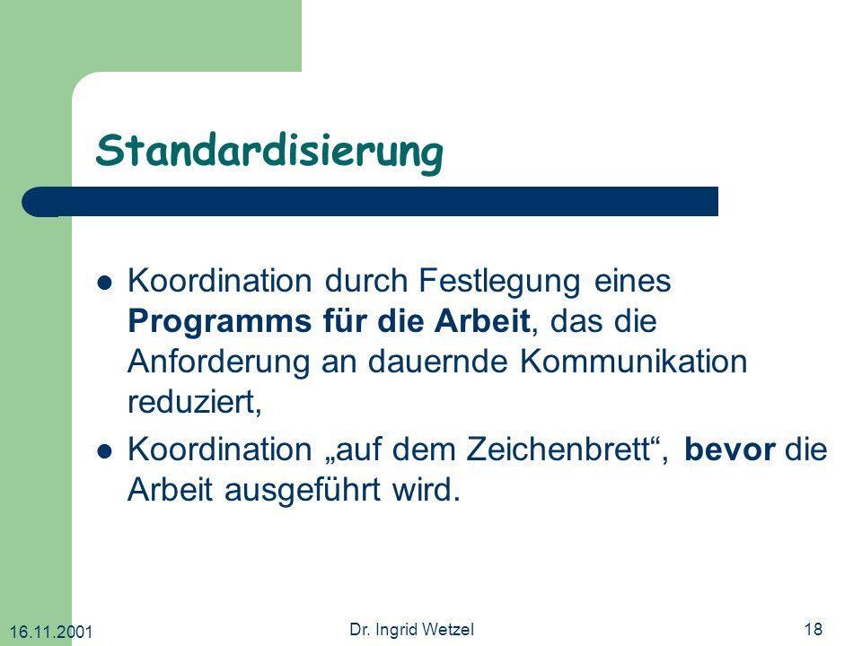 Standardisierung Koordination durch Festlegung eines Programms für die Arbeit, das die Anforderung an dauernde Kommunikation reduziert,