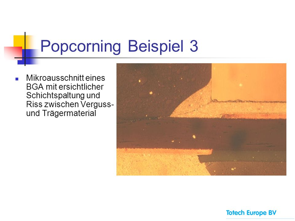 Popcorning Beispiel 3 Mikroausschnitt eines BGA mit ersichtlicher Schichtspaltung und Riss zwischen Verguss- und Trägermaterial.