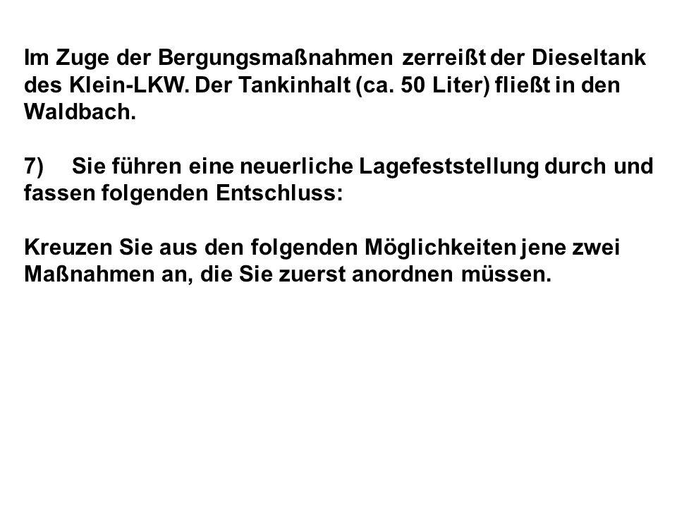 Im Zuge der Bergungsmaßnahmen zerreißt der Dieseltank des Klein-LKW