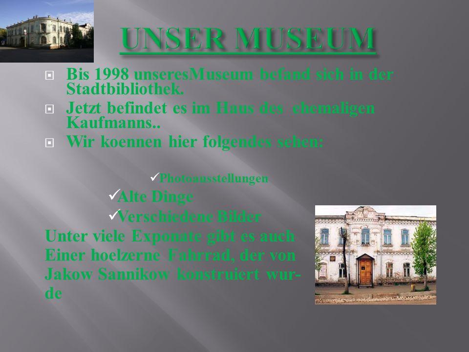 UNSER MUSEUM Bis 1998 unseresMuseum befand sich in der Stadtbibliothek. Jetzt befindet es im Haus des ehemaligen Kaufmanns..