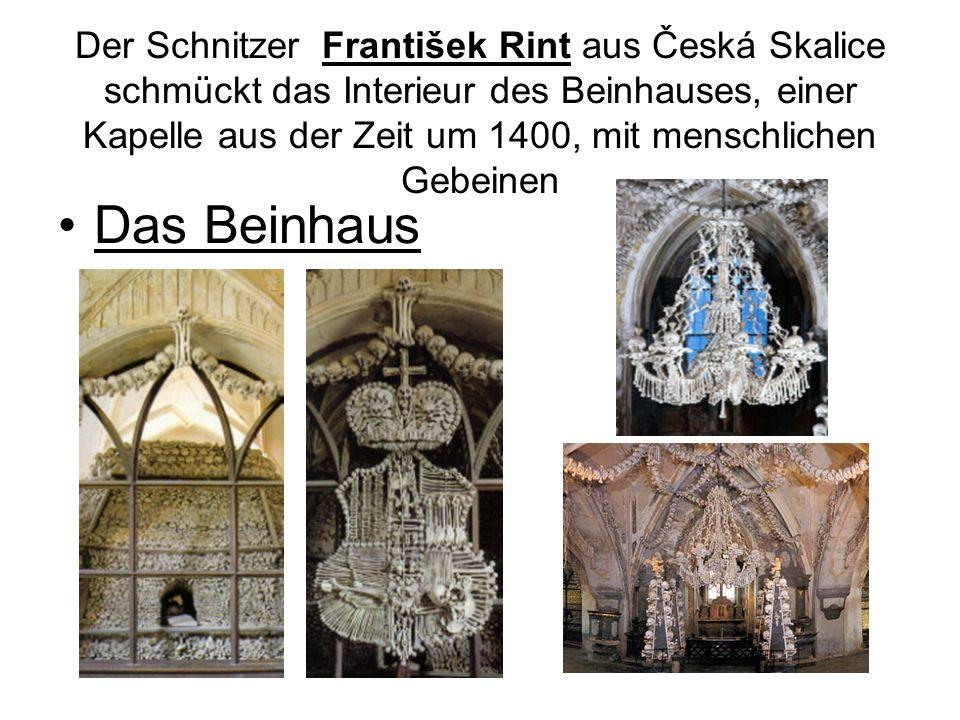 Der Schnitzer František Rint aus Česká Skalice schmückt das Interieur des Beinhauses, einer Kapelle aus der Zeit um 1400, mit menschlichen Gebeinen