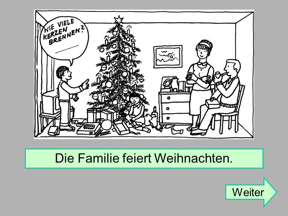 Die Familie feiert Weihnachten.