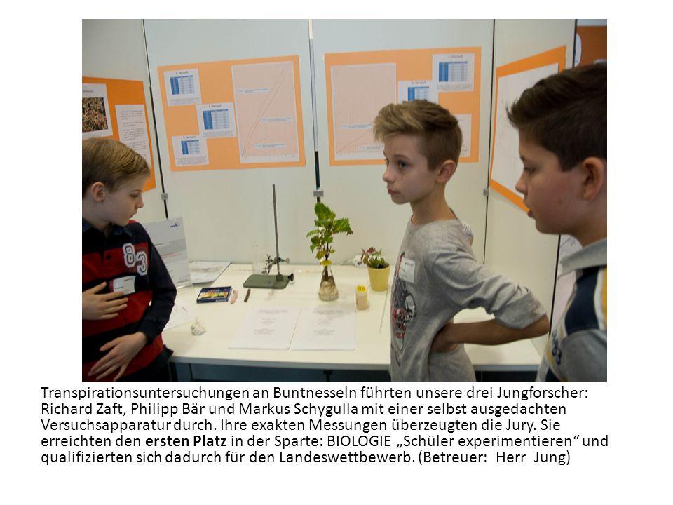 Transpirationsuntersuchungen an Buntnesseln führten unsere drei Jungforscher: Richard Zaft, Philipp Bär und Markus Schygulla mit einer selbst ausgedachten Versuchsapparatur durch.