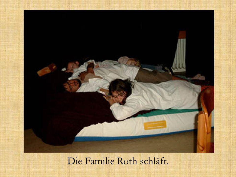 Die Familie Roth schläft.